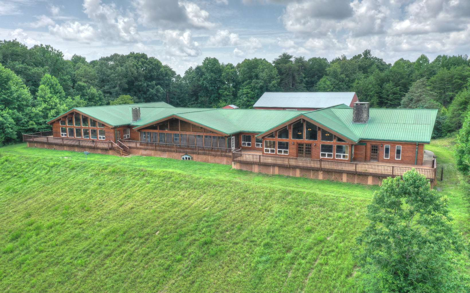 1082  WOLVES TRAIL