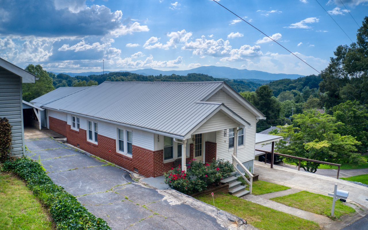 """VIEW VIEWS & more VIEWS of long range mountains to quaint towns where Toccoa River runs thru from this renovated/well maintained home perched above it all. """"Walk the Line"""" where TN & GA. meets. Walk to town to dine or to the Toccoa River for trout fishing & tubing. Home features 3 bedrooms (1 currently used for laundry room) 2 full baths, lovely sunroom viewing the mountains and porch to sit and gaze at the mountains! left side of home is shared driveway and garage space..(Office and carport added 2016, guttering 2020,rock retaining wall 2020, wall in back 2020,master bathroom upgrades 2020, home AC vents cleaned April 2020) Property taxes 373. yr."""