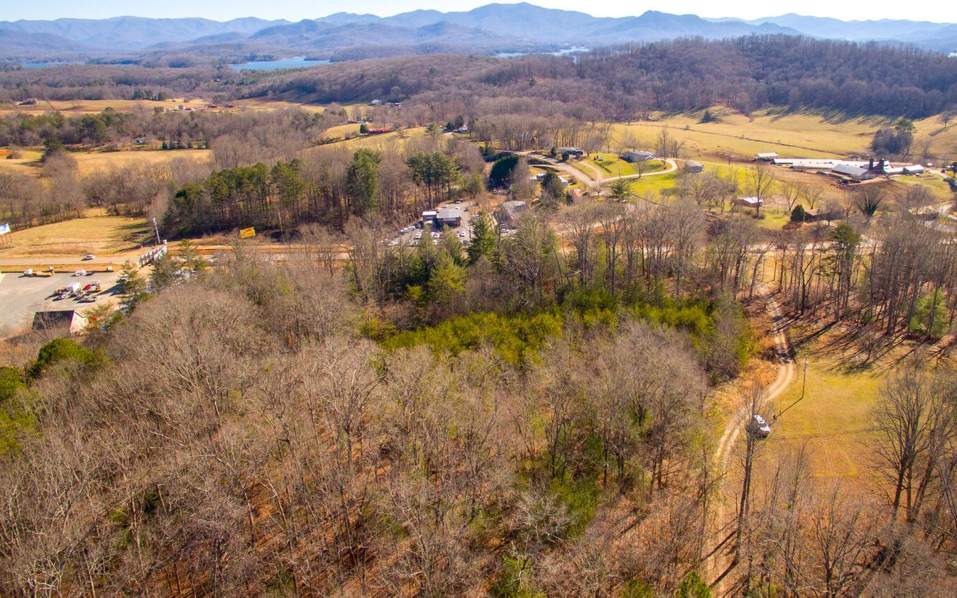 10 CLYDE CURTIS DR, Hayesville, NC 28904