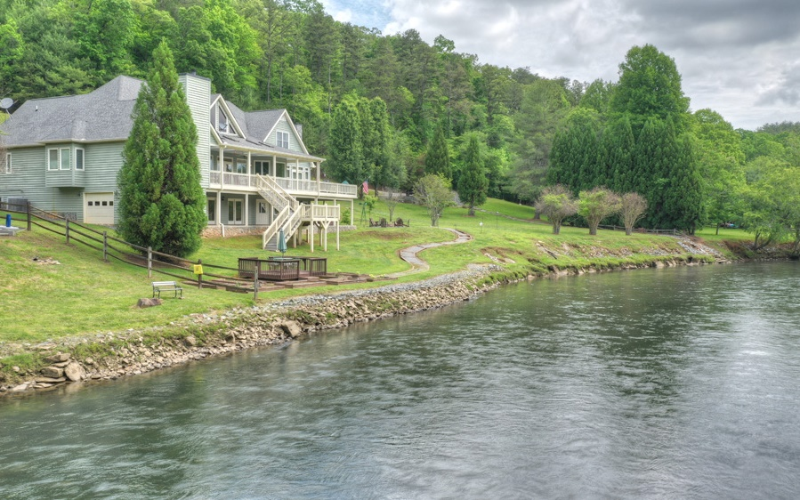 475 TOCCOA RIVER LANE