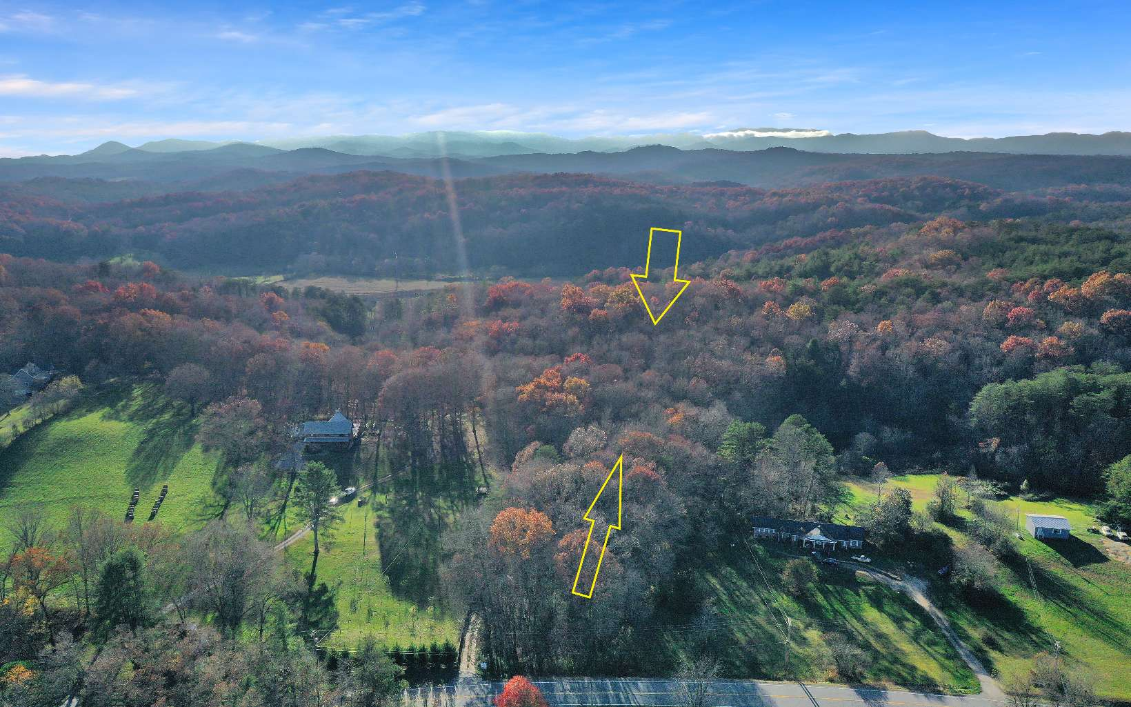 REDUCED!! Large Tract of Gentle Wooded Land with Flowing Branch. Several Building sites on Along Ridge Top. Would make a small Development or a 1 Home Retreat. Very Easy Access, (Road is a little Bumpy Now but drivable in any vehicle). Centrally Located Between Mineral Bluff and McCaysville, Close to Lake Blue Ridge & The Toccoa River and Hothouse Creek.