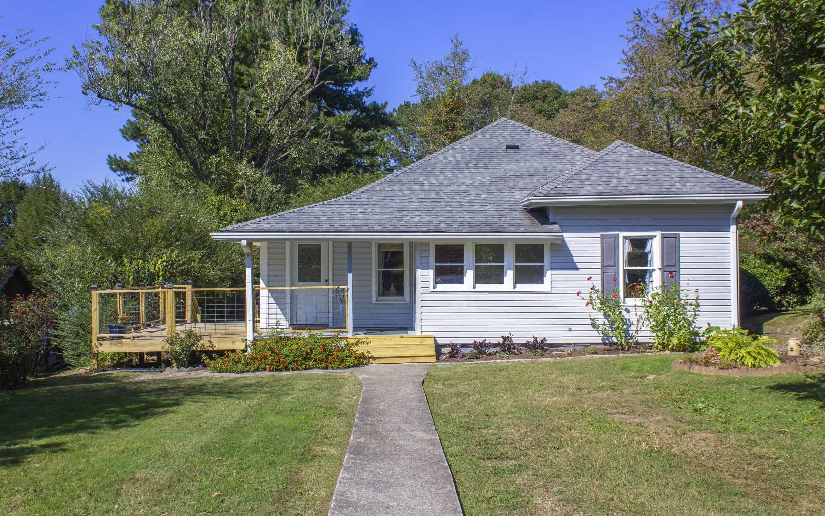 3BR-1.5BA with 1,324 sq.ft. on 0.48AC